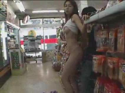 浅見怜 コンビニの店内でSEXしてるところを目撃したJKが…!? 舌上発射フィニッシュ