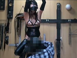 拘束具を身に纏ったマゾ女がSM調教プレイで犯され絶叫しながら連続アクメでイキまくる